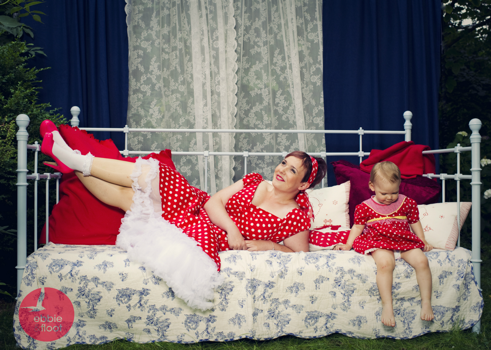 ebbie-dunf-floot_pelka-und-wilms_fotografie_Vintage_shabby_Petticoat_dots_Tellerock_top-vintage-mode