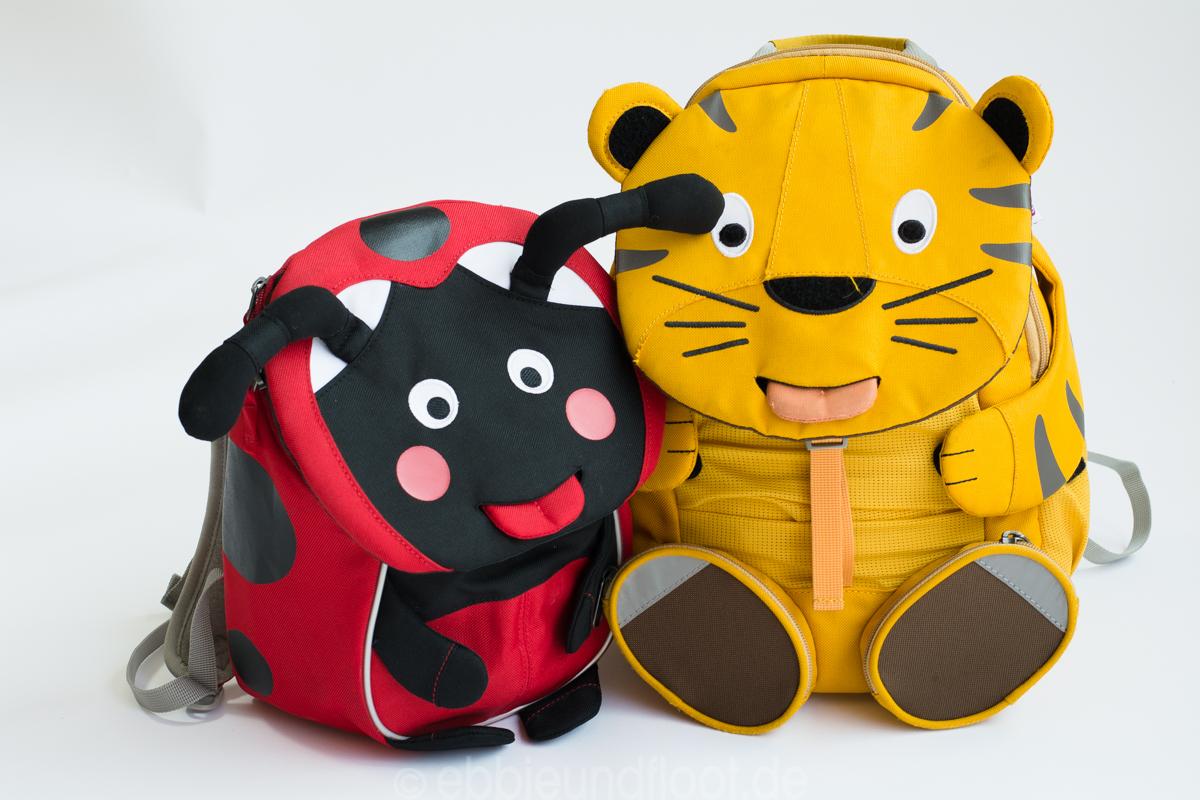 Zwei tierische, ergonomische Rucksäcke für Kinder