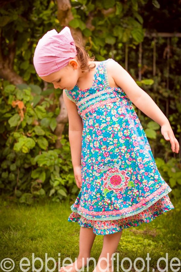 Fröhliches, türkises, handgemachtes Sommerkleid