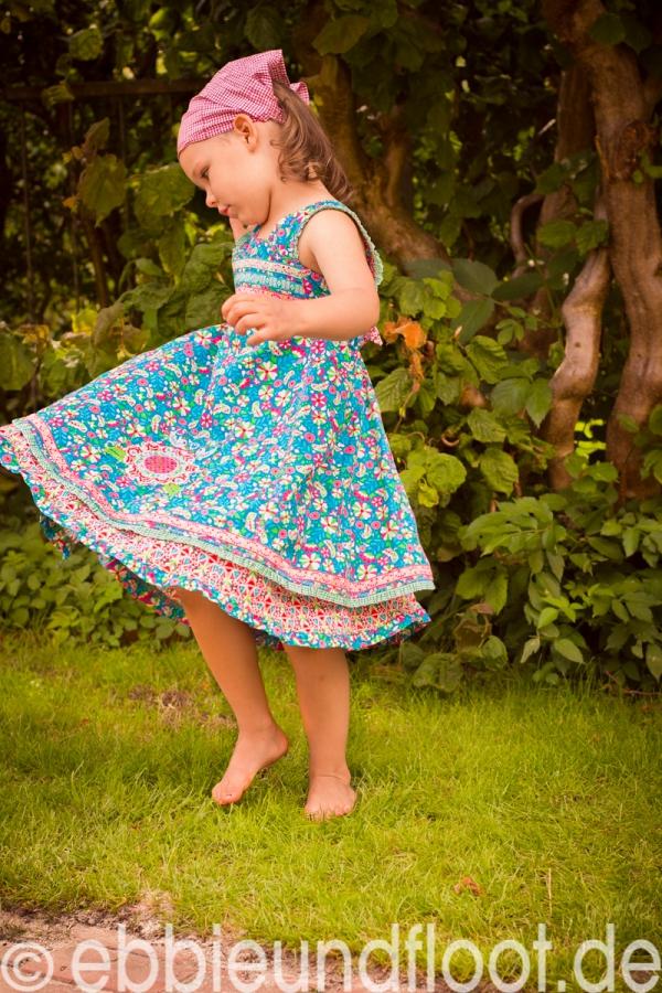Das Sommerkleid dreht wunderbar
