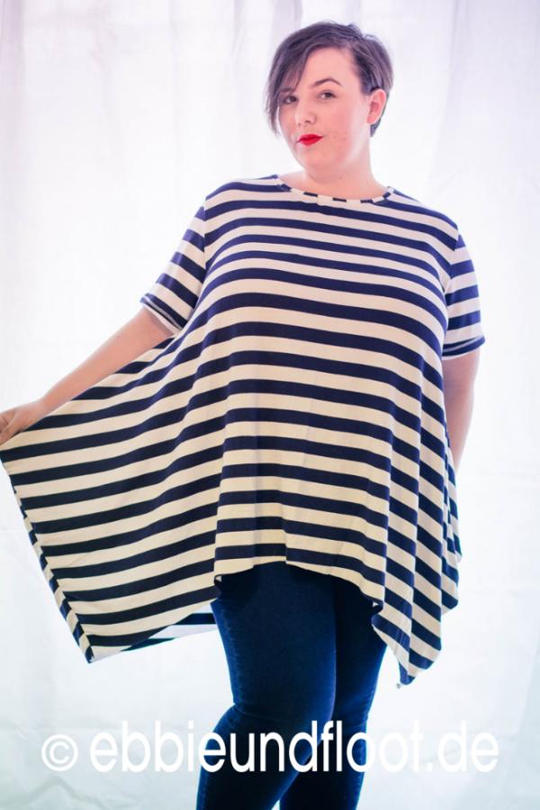 Oversize Zipfelshirt mit blau weißen Streifen