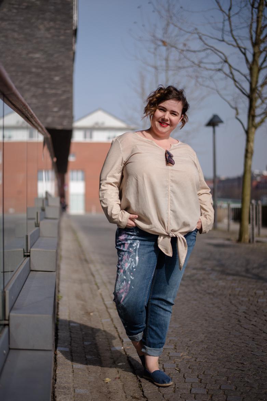 Refashion | Upcycling Jeans - Boyfriend Jeans mit Textilfarbe bemalen