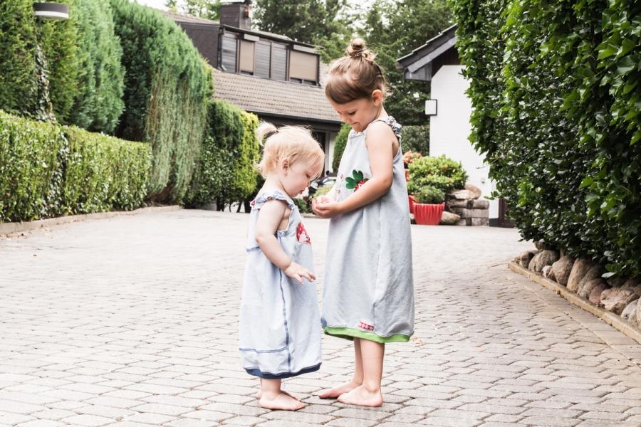 Geschwisteroutfit mit Trägerkleider