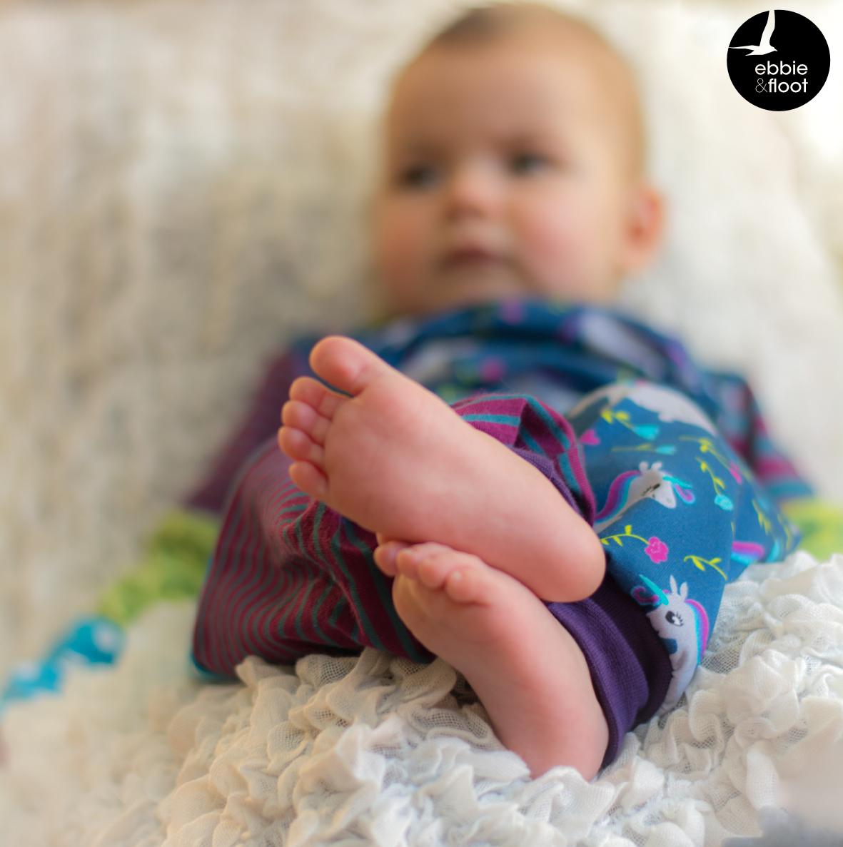 ebbie und floot_Stoff & Liebe_Einhörner_Farbenmix_Zwergenverpackung_Stoffmix_Babykleidung_002