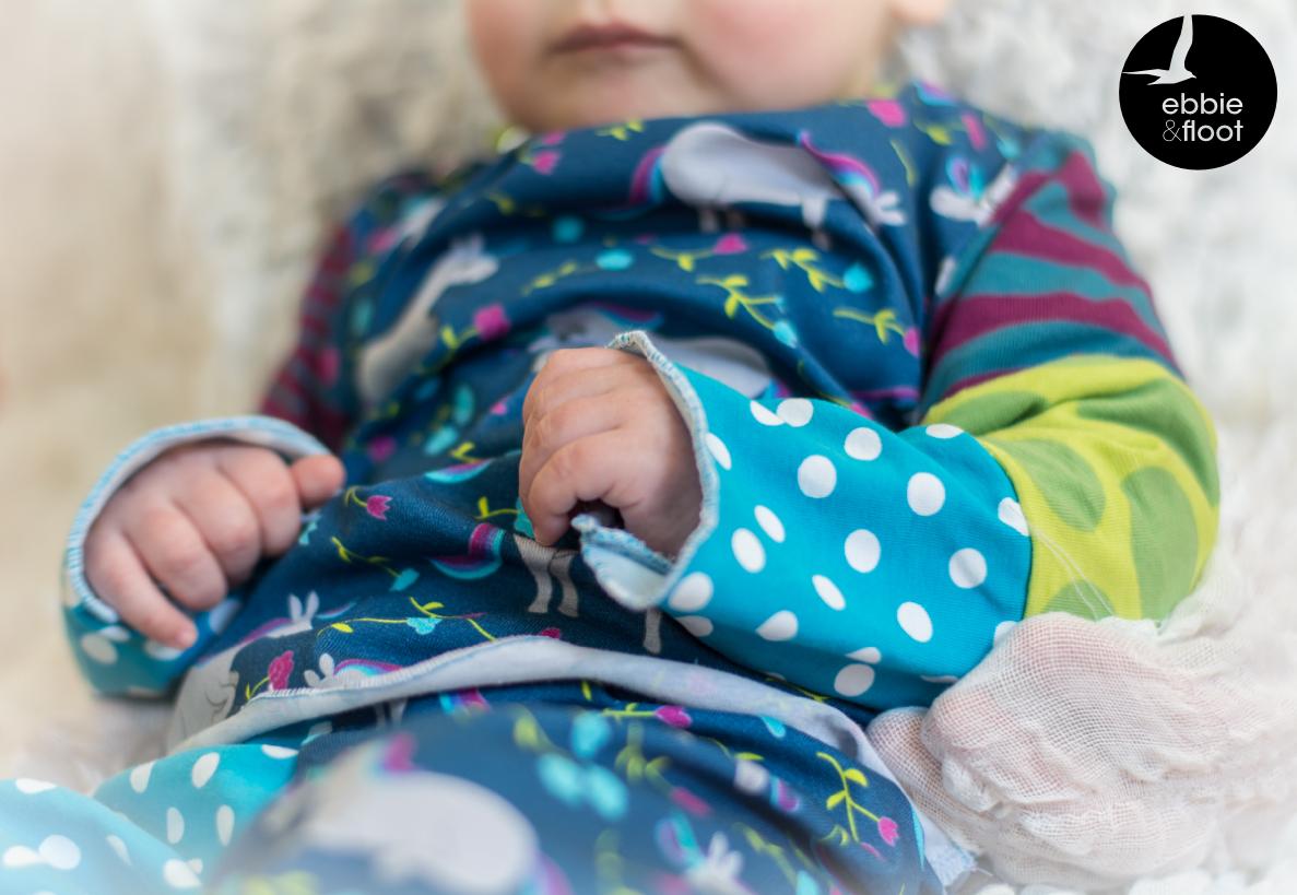ebbie und floot_Stoff & Liebe_Einhörner_Farbenmix_Zwergenverpackung_Stoffmix_Babykleidung_003