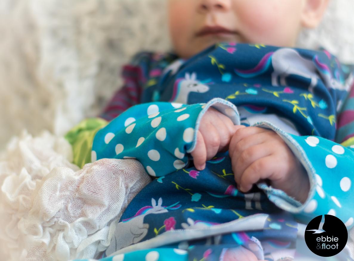 ebbie und floot_Stoff & Liebe_Einhörner_Farbenmix_Zwergenverpackung_Stoffmix_Babykleidung_004