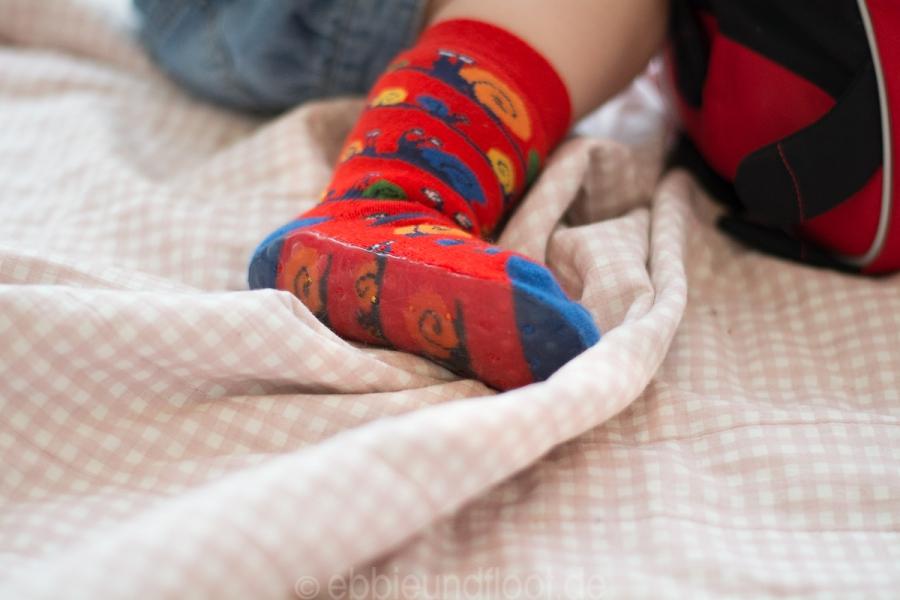 Die Socken haben einen bequemen Komfortbund