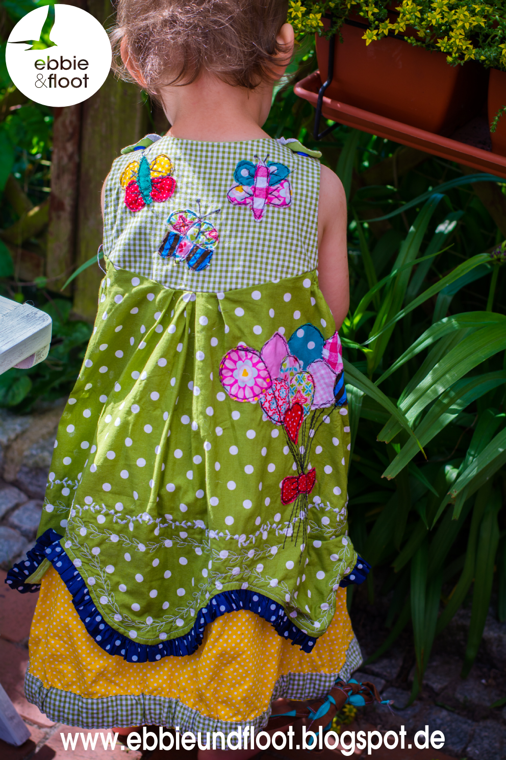 ebbie und floot_farbenmix_Cara_Kleid_Dress_birthday dress_Cake_Ballon_ribbons_ruffels_green_dots_05