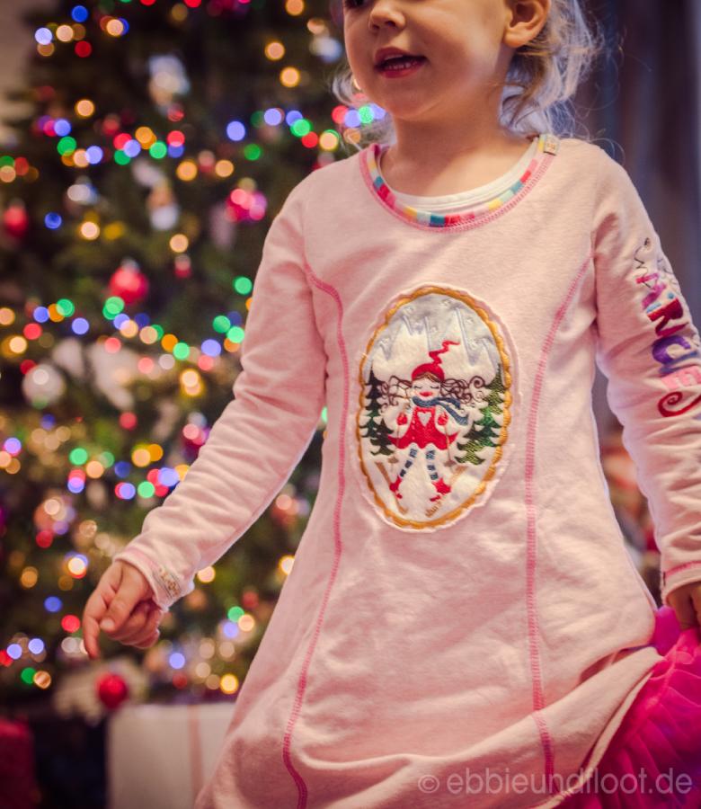 Schönes Weihnachtskleid in rosa
