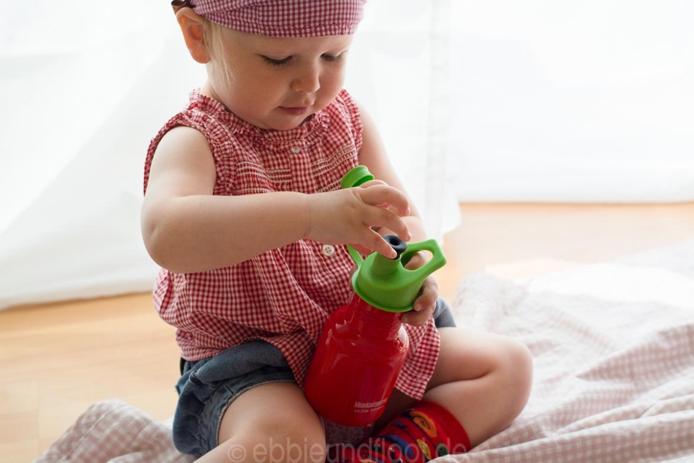 Kinderleichte, robuste rote Trinkflasche