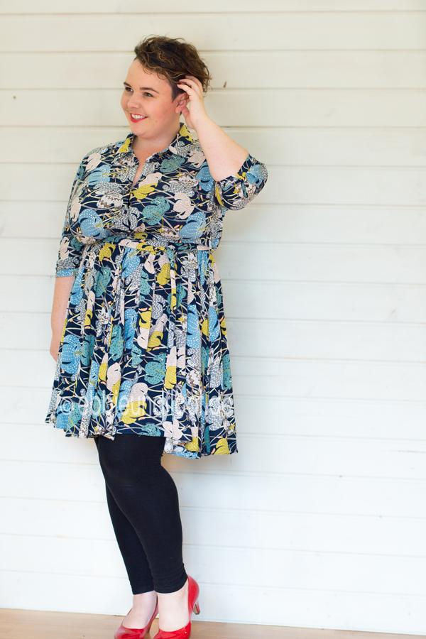 Modisches Kleid für große Größen mit allover print von Studio Untold