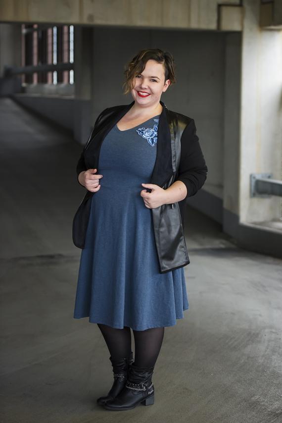 Mode für Mollige mit Blazer von Cubell -Curvy Fashion und Skaterkleid