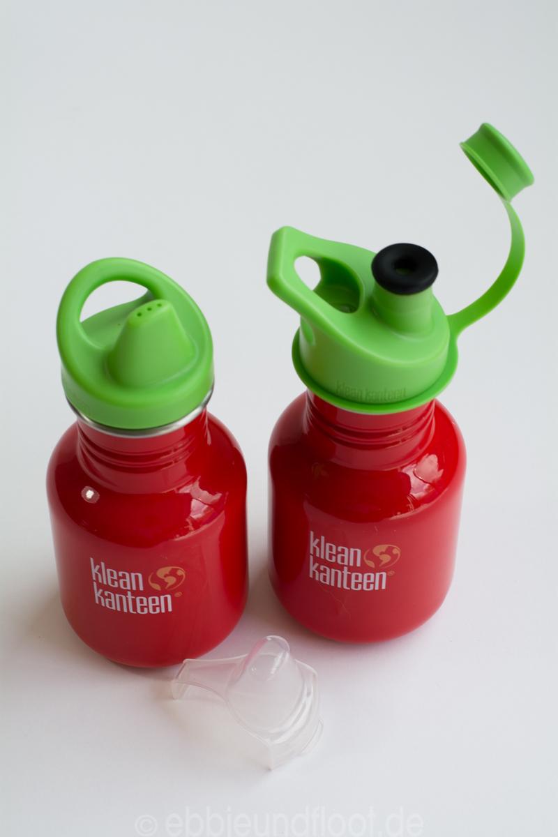 Zwei knallrote Kindertrinkflaschen mit Sportverschluss und Trinklernverschluss