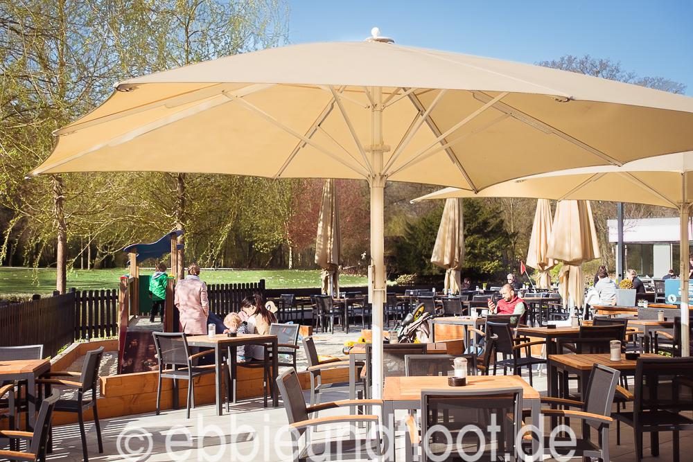 Süßes Eiscafé am See im Buergerpark Bremen