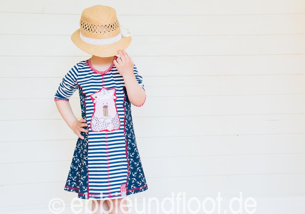 Ein cooles Mädchenkleid für den sommer im maritimen Look