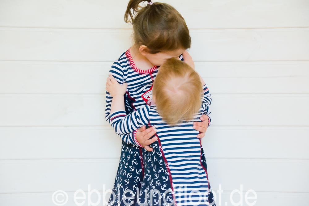 Eine Umarmung unter Geschwistern ist das schönste was es gibt.