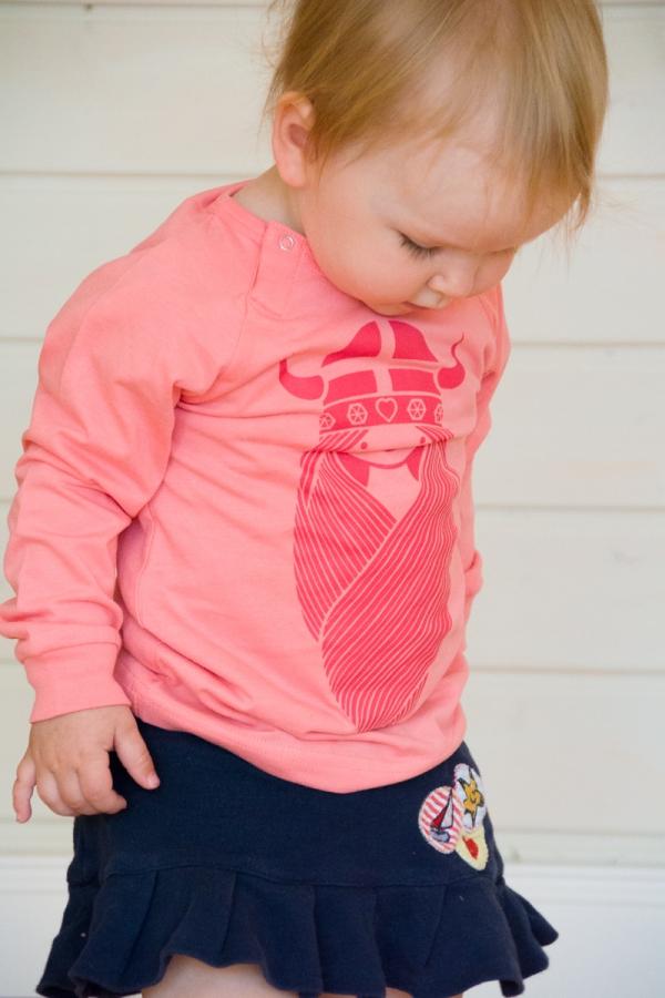Süßes rosa Shirt mit Wikingerin